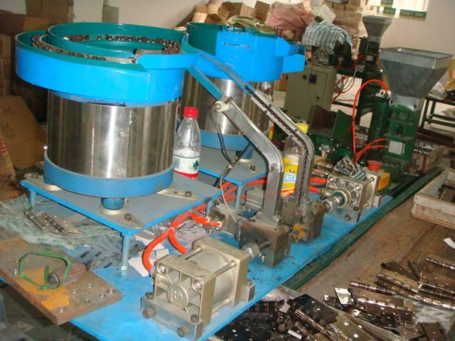 供应湖北合页自动组装机