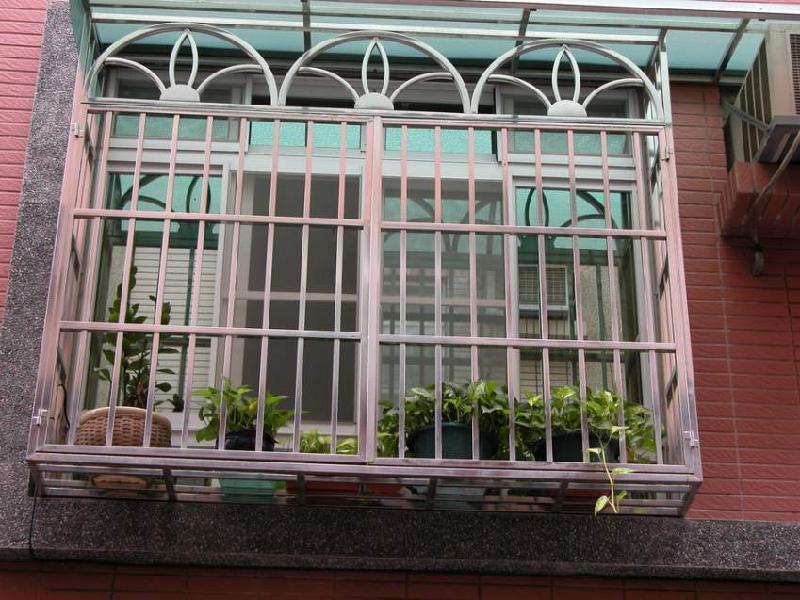 供应制作不锈钢窗户罩,天津做不锈钢窗户罩子,免费上门安装.图片
