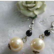 时尚镀银色仿珍珠配金属花托耳环广州批发零售批发
