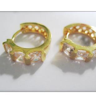 18K镀金镶嵌锆石耳环图片