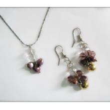 流行饰品淡水珍珠彩色配水晶套装全网低价流行饰品淡水珍珠彩色配水晶套装批发