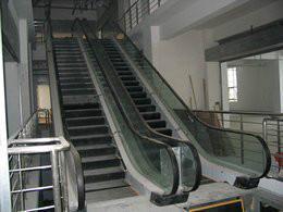 供应武汉电梯回收回收废旧扶梯电梯等图片