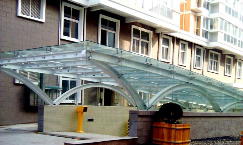 地下车库雨棚效果图,地下车库入口玻璃雨棚
