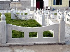 供应草白玉石栏杆生产供应图片
