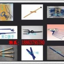 供应翻轨机,呆口扳手,道镐,道钉锤,检车锤,台轨钳,撬棍,耙镐,石渣批发