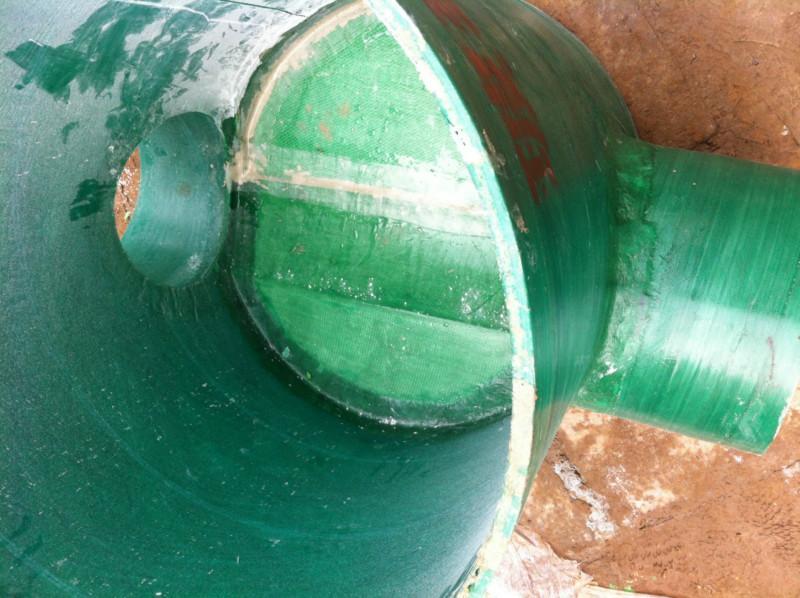 供应防腐防漏玻璃钢雨污导流井图片