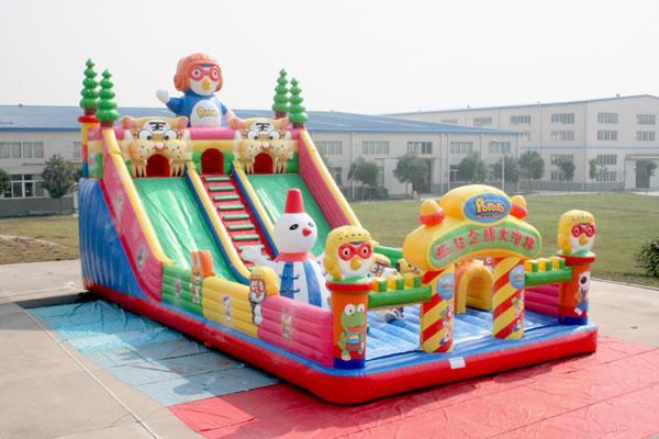 供应疯狂企鹅大滑梯,大型充气玩具,大型充气蹦床,大型充气城堡滑梯