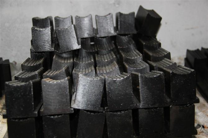 供应煤矿用全液压坑道钻机配件卡盘卡瓦图片