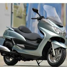 雅马哈150摩托车踏板车