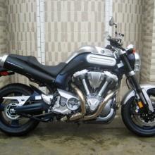 雅马哈MT-01摩托车