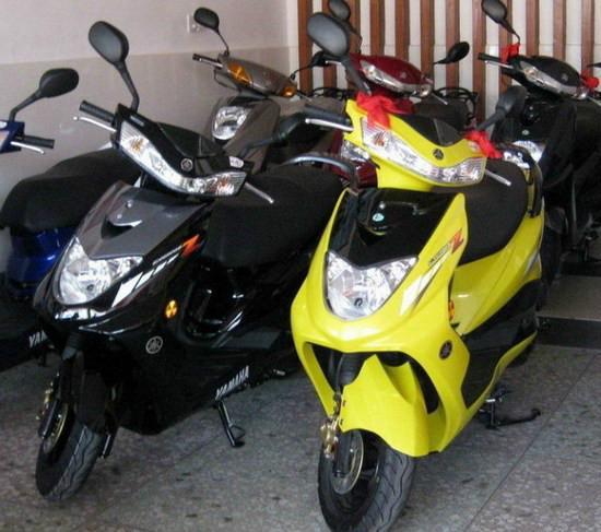 雅马哈125踏板车
