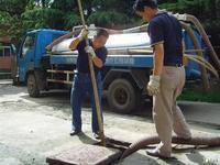 山东环卫疏通管道化粪池清理15990988983阴沟清淤吸粪车抽粪图片