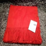 普拉达巴宝莉爱马仕奢侈品丝巾货源图片
