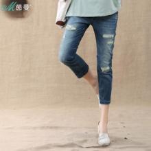 茵曼 2013夏装新款 直筒水洗磨白破洞 显瘦七分牛仔裤