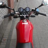 来宾雅马哈天剑125摩托车供应商图片