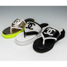 供应新款CHANEL拼色厚底女拖鞋荧光色防水台人字拖鞋