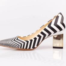 斑马条纹真皮金属三角高跟单鞋
