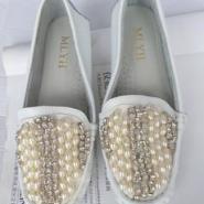 水钻珍珠串平跟厚底真皮单鞋图片