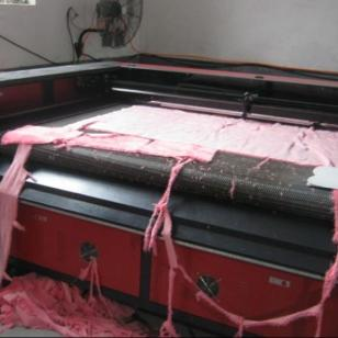 服装市场专用布料激光切割机裁断机图片
