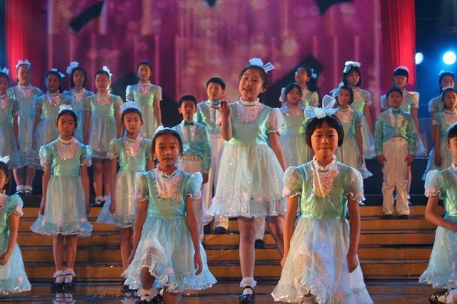 儿童合唱演出服_儿童合唱演出服行业新闻