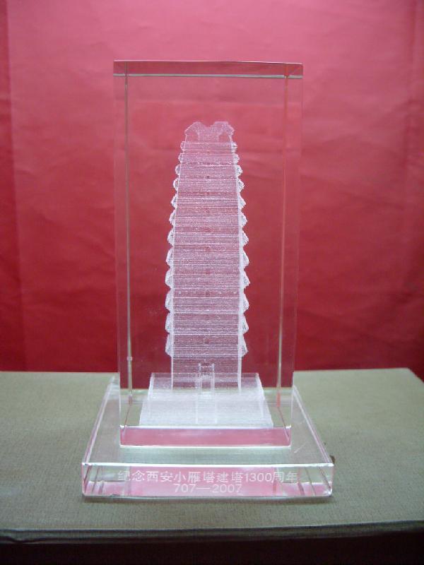 供应贵州元旦周年水晶摆件礼品