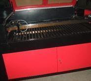 木板胶板亚克力激光刀模切割机图片