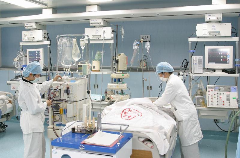 病人进入 icu 后,应先行    导联常规 electrocardiogram 记录,以