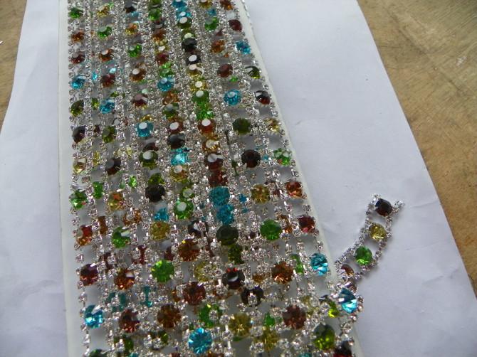 供应义乌烧焊服装辅料,水钻链条,装饰链,镶钻纽扣,水钻服饰扣