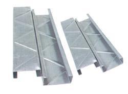 供应钢结构钢结构特点钢结构性能C型钢