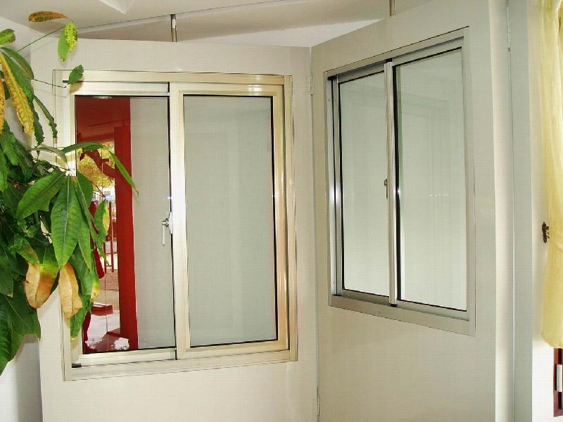 供应帘片卷帘门窗铝合金门窗 高清图片