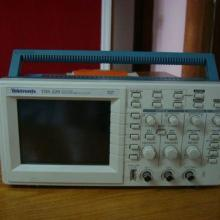 供应二手TDS220泰克100MHZ数字存储示波器