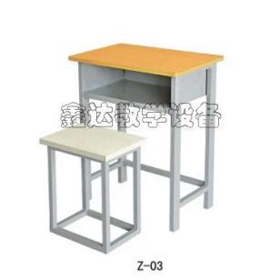 云南方管课桌椅图片