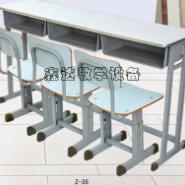 大方简洁三人课桌椅图片