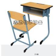河南学生课桌椅供应图片