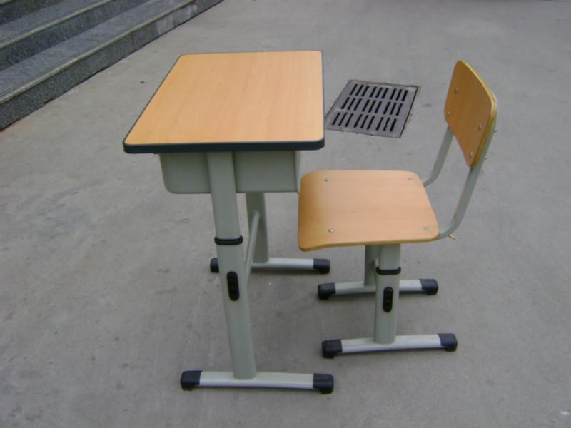 供应多层板学生课桌椅