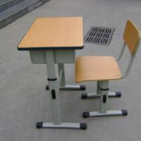 供应儿童专用课桌椅厂家