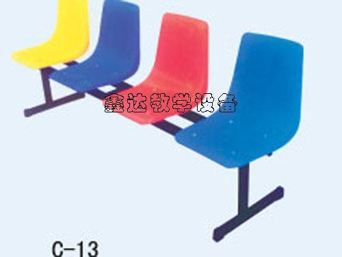 供应新疆色彩亮丽餐桌椅