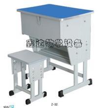 供应北京哪里有买学生课桌椅的?图片