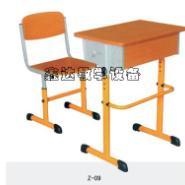 外观设计独特颜色多样课桌椅图片