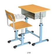 中小学生课桌椅及桌面图片