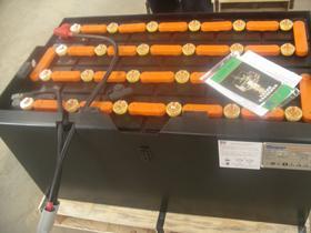 供应太原合力CPD15电动叉车电瓶图片
