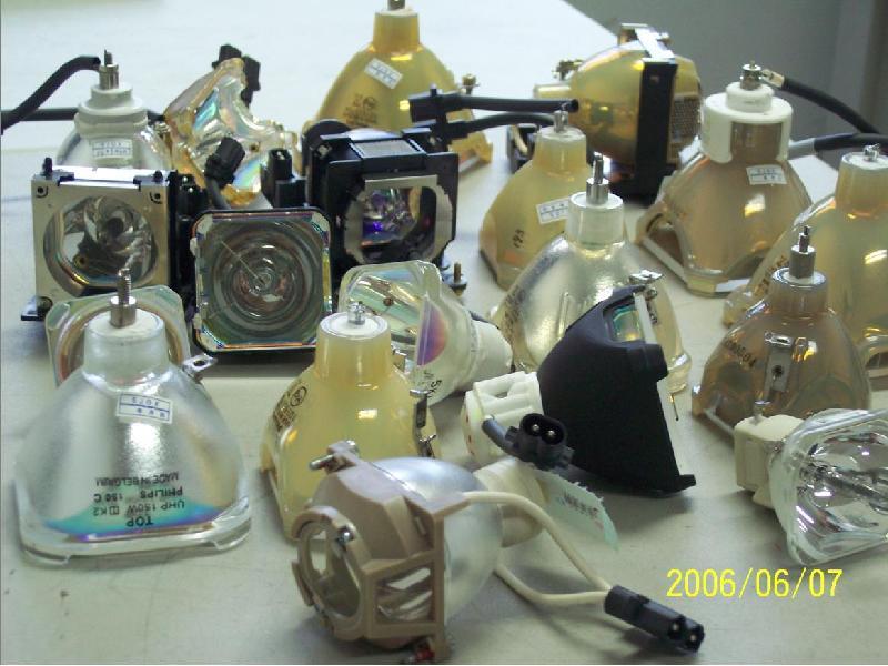 供应常州爱普生投影机维修更换灯泡