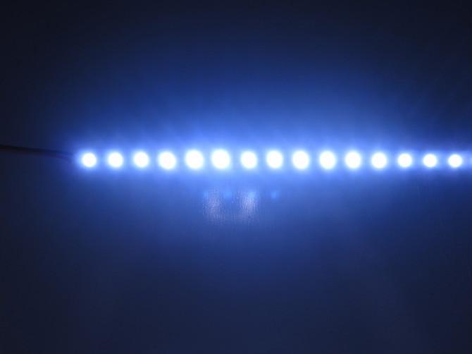 供应3528硬灯条一米30灯深圳灯条工厂