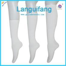 供应廣東省佛山襪子生産廠家白色長筒學生襪图片