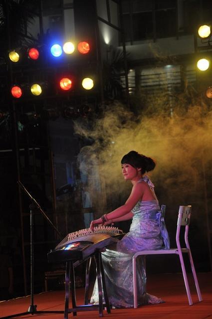 表演图片 表演样板图 广州古筝表演演员-广州礼仪图片