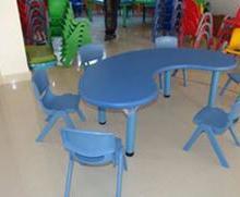 供应塑料弯形课桌