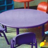 幼儿园圆形PV板课桌图片