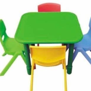 重庆幼儿园塑料儿童课桌图片