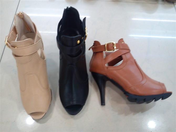 女皮鞋图片 女皮鞋样板图 2011年春夏高帮时装女皮鞋