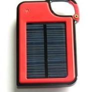红色太阳能手机充电器图片